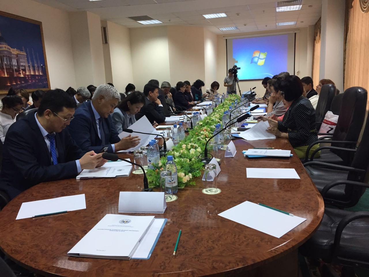 Участие в работе круглого стола «Казахстанские архивы: на пути к обновлению»