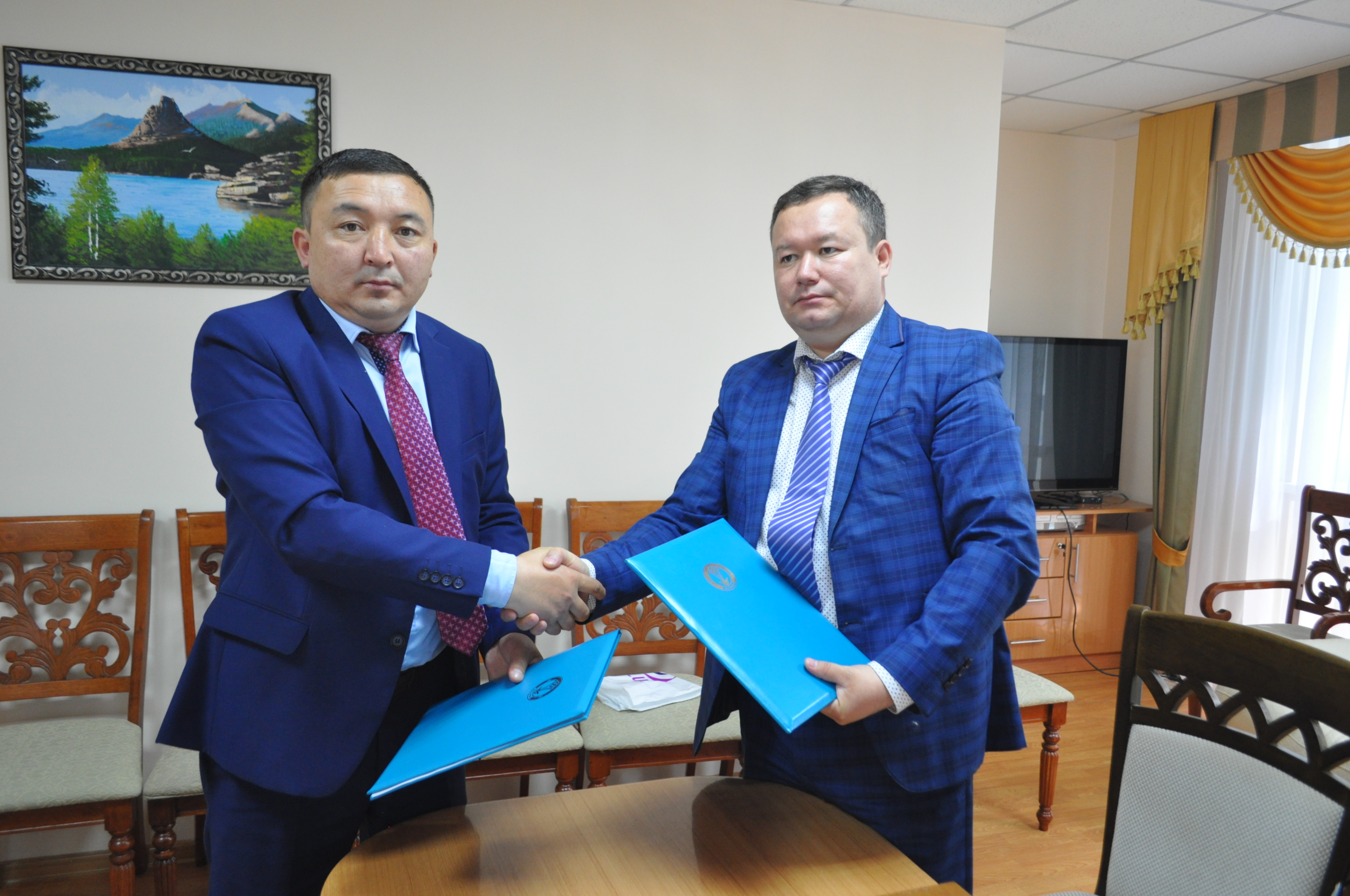 On 21 of June, 2018 at the State Archive of Astana was signed a memorandum of cooperation among the Director of the State Archive of Astana Kokbas A. and head of the State Archive of Scientific and Technical Documentation of Karaganda Region Nesipbayev A.